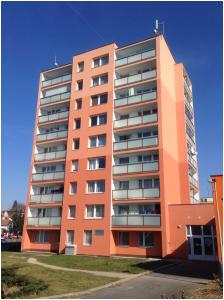 fotka panelového domu v Praze v Lysinské ulici
