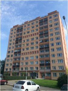 fotka panelového domu v Praze v Nevanově ulici
