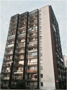 fotka panelového domu v Praze v Tenisové ulici